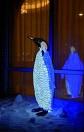 EUROPALMS Pinguin cu LED-uri, mascul, alb-albastru